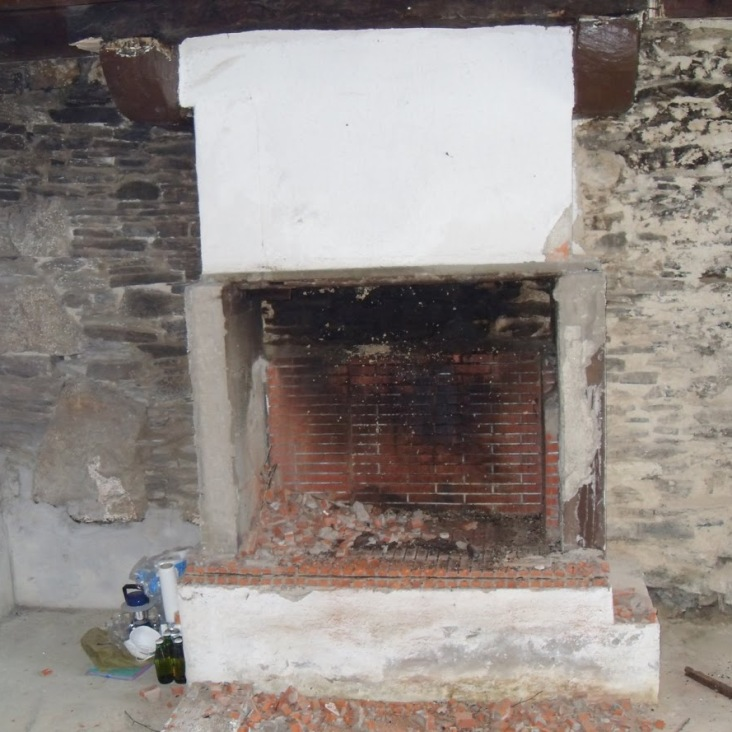 Kernolou 2009 Old Fireplace